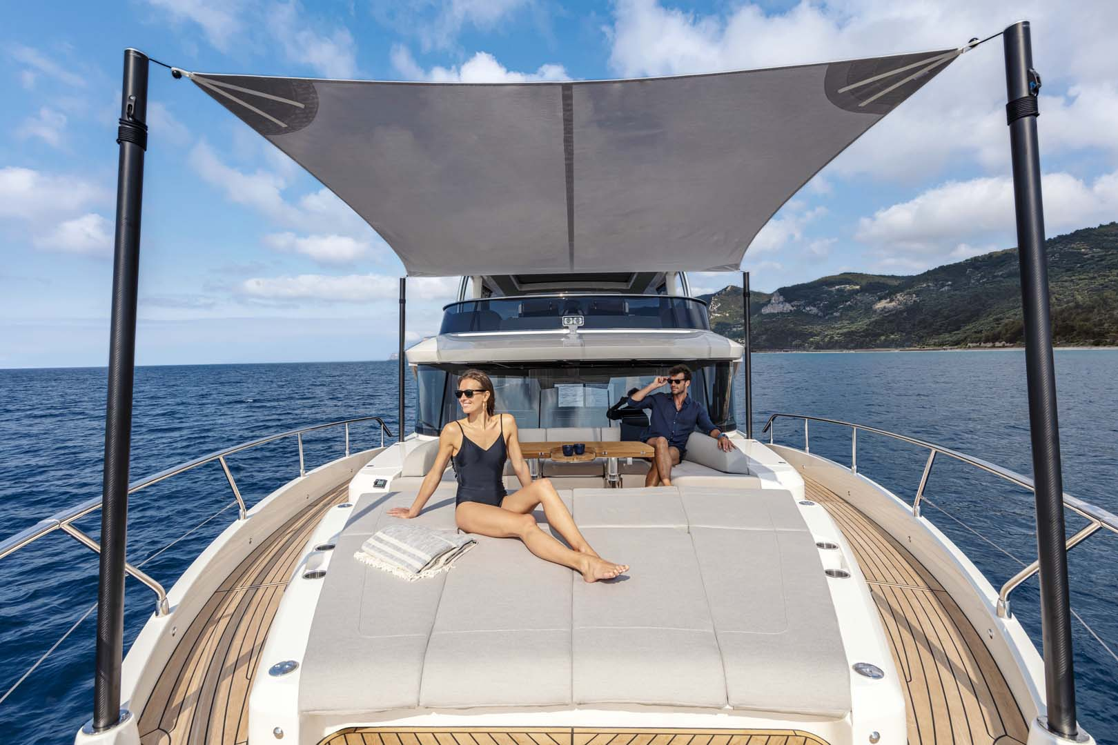 Bow Lounge Absolute Navetta 68