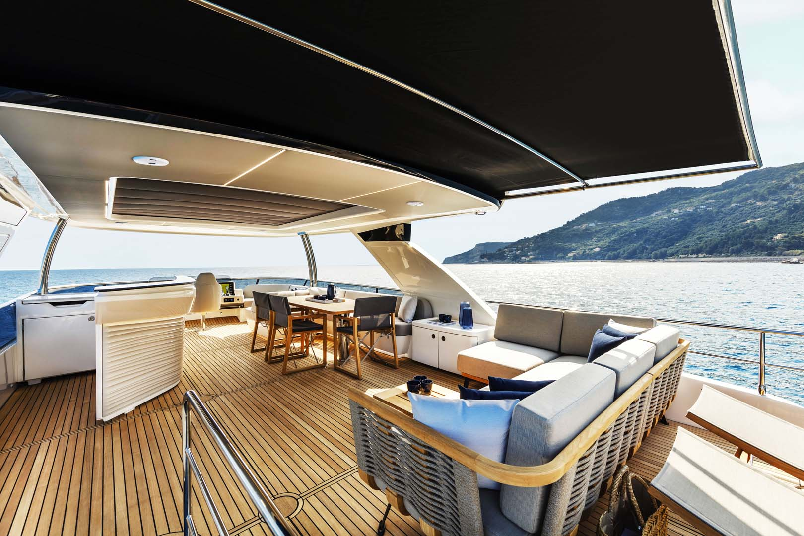 Flybridge on the absolute navetta 68