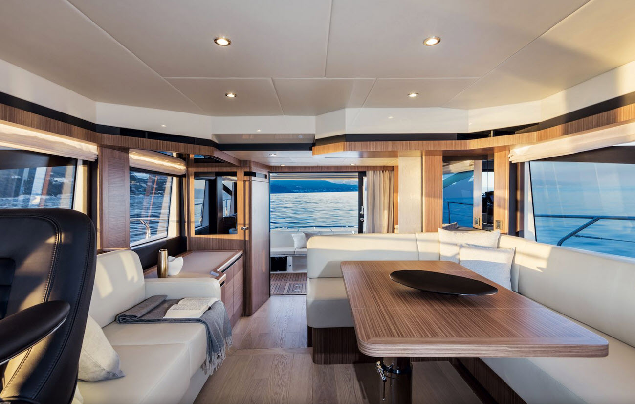 Absolute Yachts 50 Fly Salon