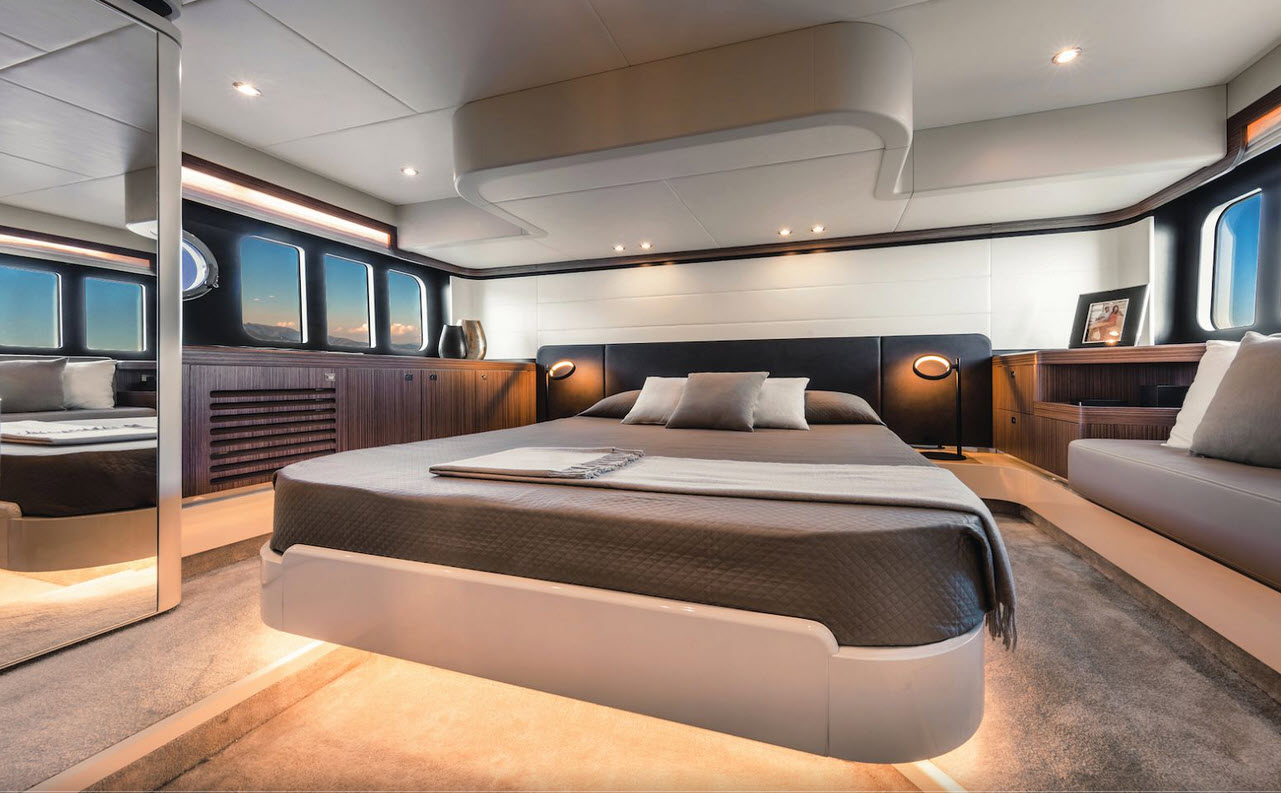 Absolute Yachts 50 Fly Master Suite