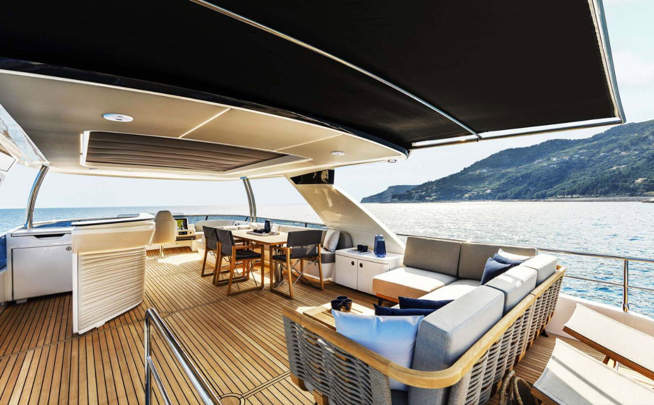 flybridge hardtop on the absolute navetta