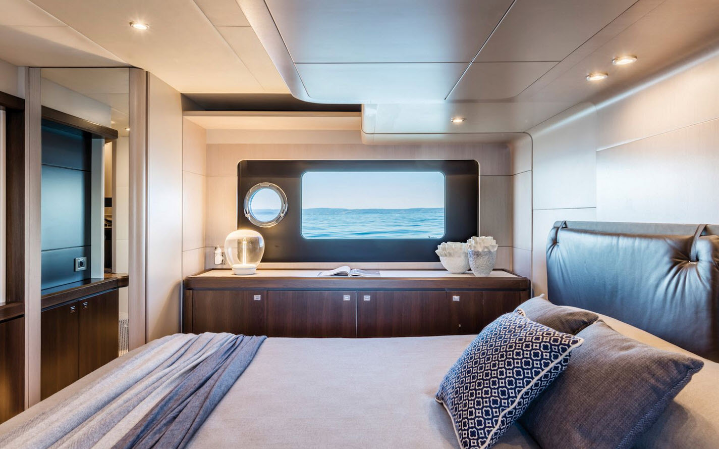 master stateroom - Absolute Yachts 58