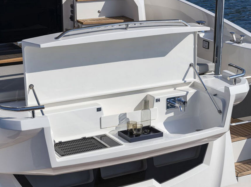 optional transom bbq grill and sink