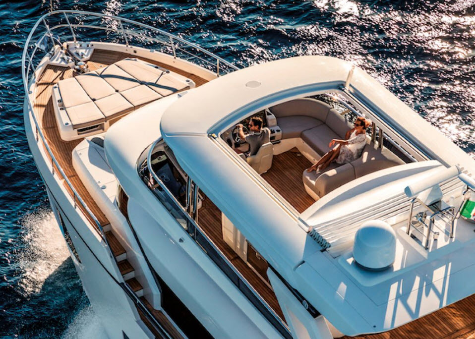 Sunroof opened on the absolute 73 navetta