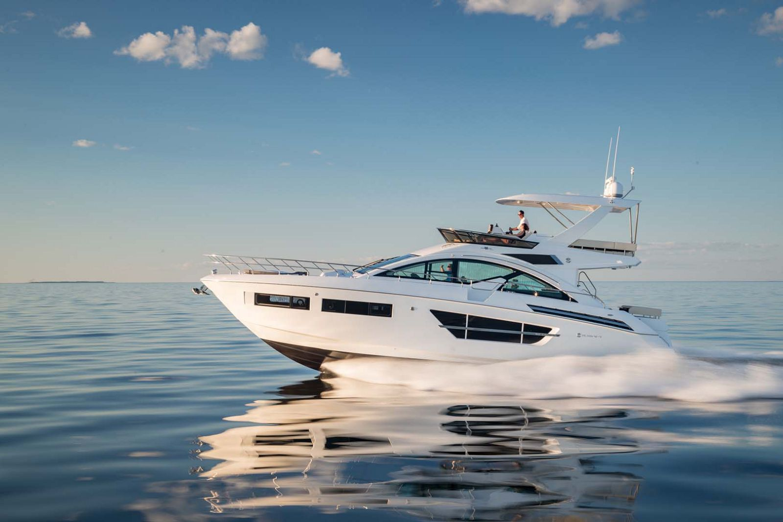 Cruisers Yachts 60 Cantius Flybridge