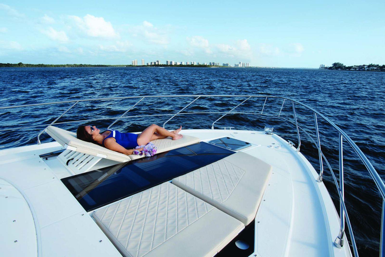 New Cruisers Yachts 54 Cantius Express Si Yachts