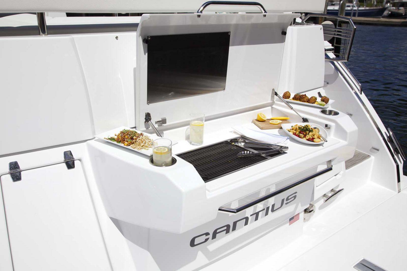 New Cruisers Yachts 50 Cantius Express   SI Yachts