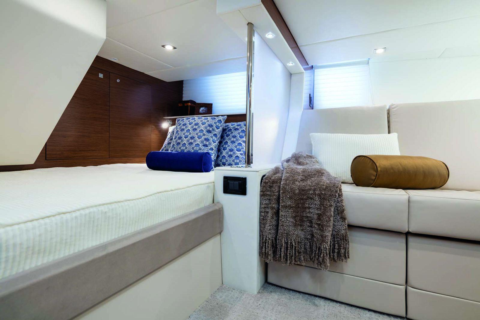New Cruisers Yachts 45 Cantius | SI Yachts