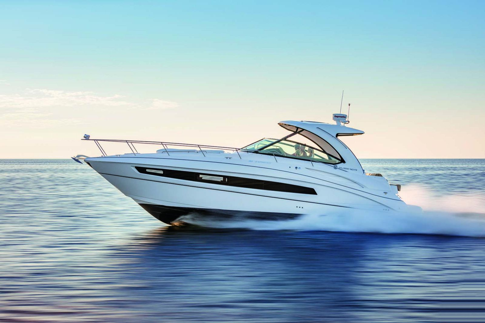 New Cruisers Yachts 38 Express Si Yachts
