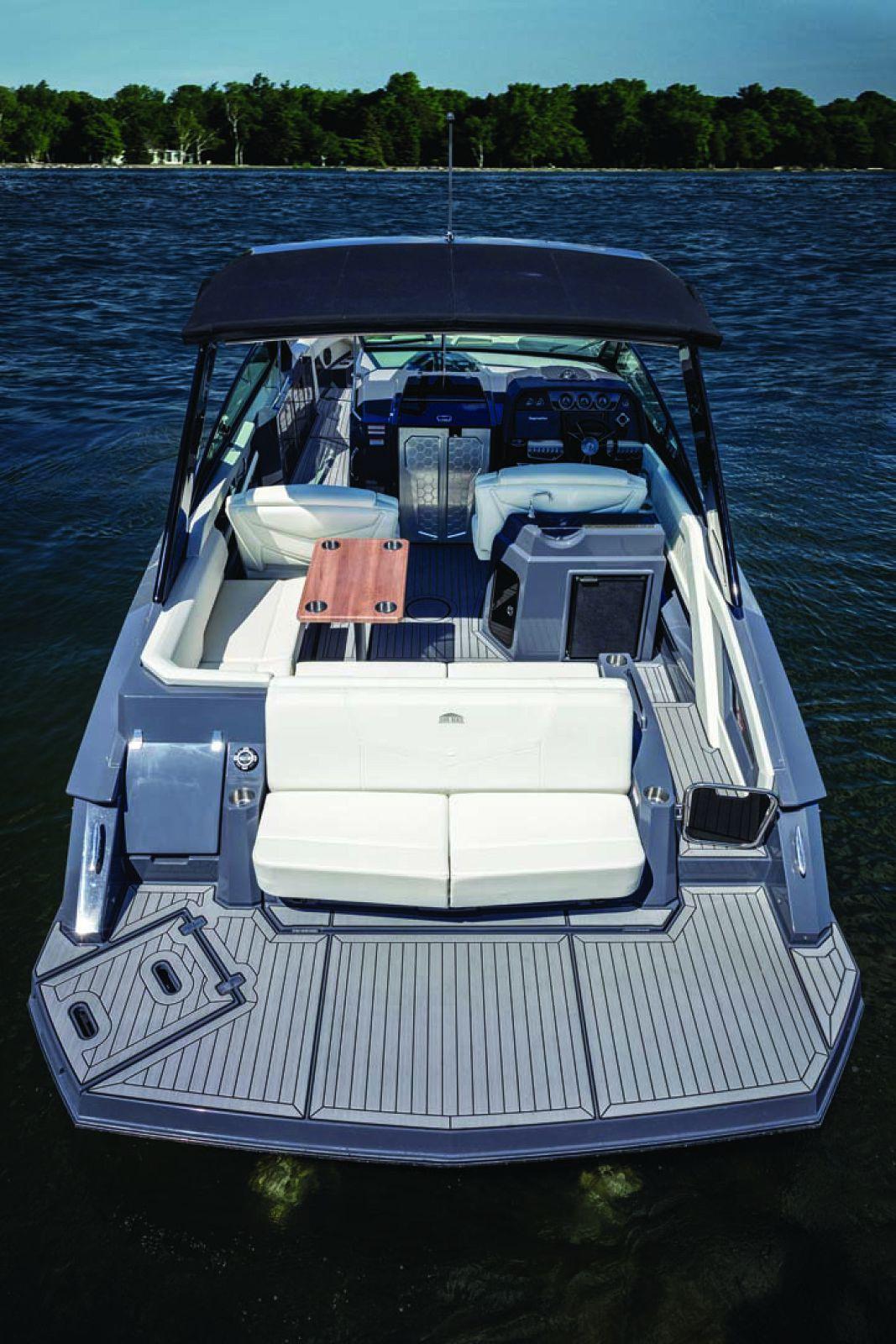 New Cruisers Yachts 338 Bowrider South Beach Edition Si Yachts