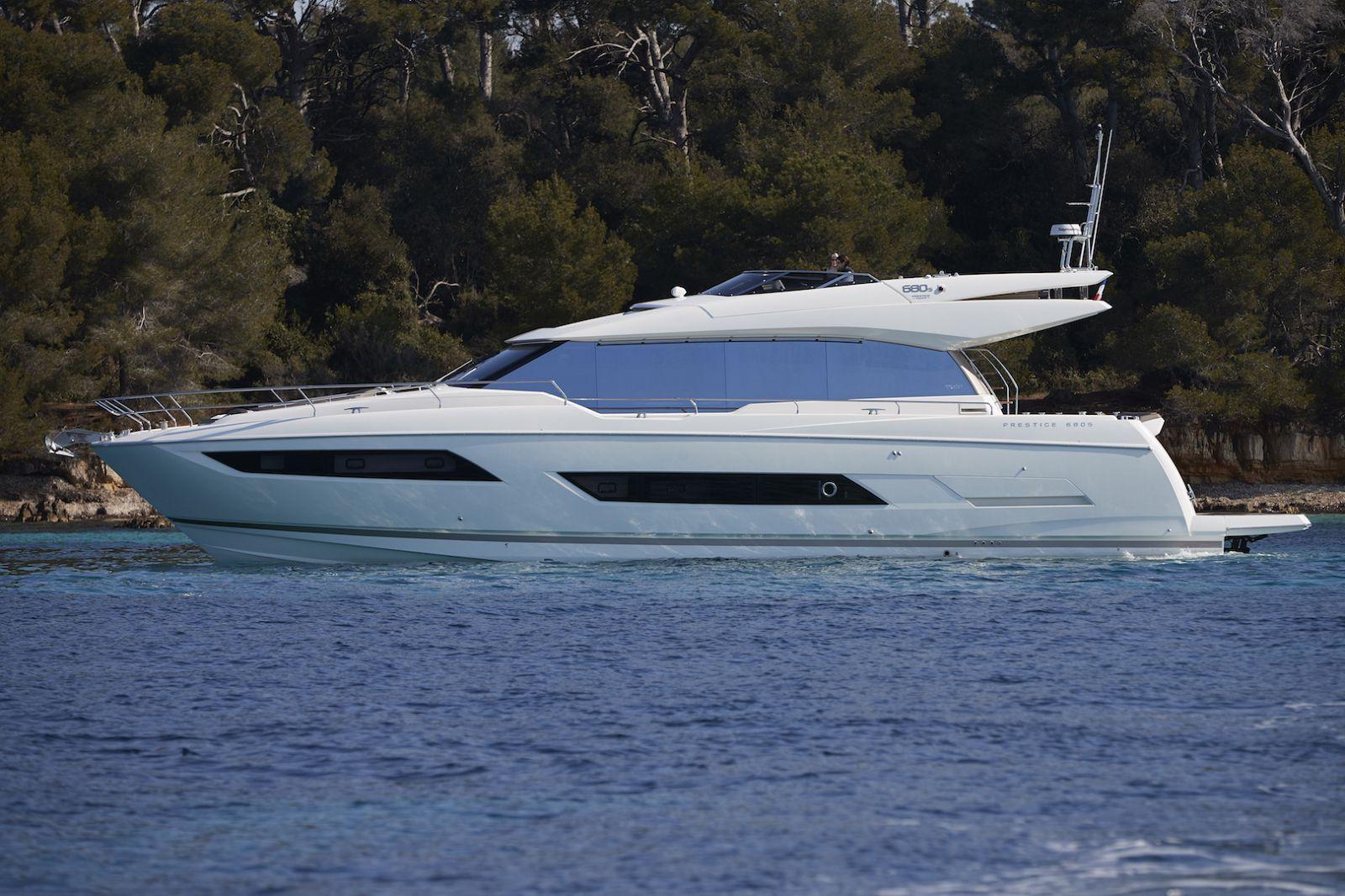 Prestige Yachts 680 S