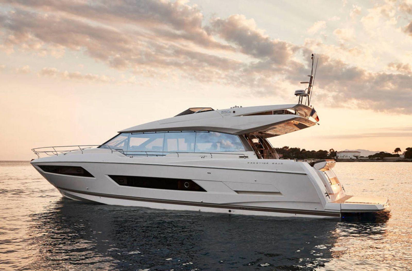 Prestige Yachts 690S