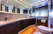 Absolute Yachts 72 Flybridge MSR Head