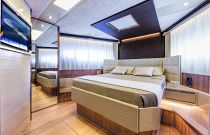 Absolute Yachts 72 Flybridge VIP Cabin