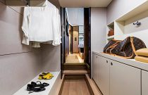 Absolute 73 Navetta Walk-In Closet Bedroom
