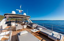 Absolute 73 Navetta Aft Bridge Sun Lounger Area