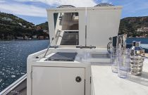 Absolute Yachts 64 Flybridge Bridge Wet Bar