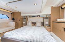 Prestige Yachts 460S Master Cabin