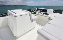 Prestige Yachts 590 Flybridge Adjacent Helm Seating