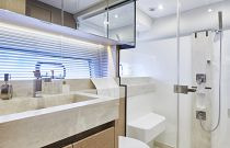 Prestige Yachts 590 Flybridge Stall Shower