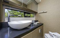 Prestige Yachts 460 Head Free Standing Sink