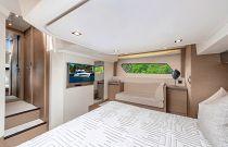 Prestige Yachts 460 FLY Main Cabin