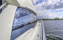 Prestige yachts 460 FLY Side Decks