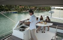 Prestige Yachts 460 FLY Wetbar and Grill Bridge