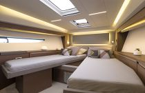 Prestige Yachts 520 FLY VIP Stateroom Scissor Bed