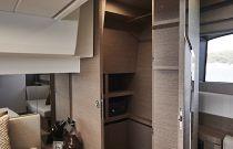 Prestige Yachts 520 FLY Walk-In Closet