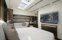 Prestige Yachts 680 FLY Large VIP stateroom