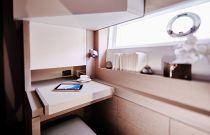 Prestige Yachts 680 FLY VIP Stateroom Vanity