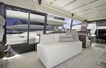 Prestige Yachts 680 FLY Starboard Salon Additional Seating