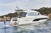 Prestige Yachts 630S Hydraulic Platform