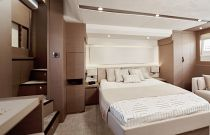 Prestige Yachts 630S Private Entrance Master Head