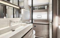 Prestige Yachts 630S VIP Head