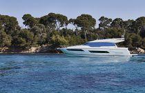Prestige Yachts 680S Port Idle Image