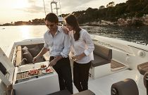 Prestige Yachts 680S  Bridge Wetbar and Grill