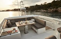 Prestige Yachts 680S Aft Bridge Seating