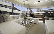 Prestige Yachts 680S Salon Light