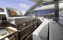Prestige Yachts 680S Lower Helm Display Screens