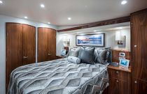 viking 58 convertible master suite