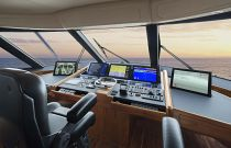 Viking-Yachts-92-Sky-Bridge-Upper-Helm-Command