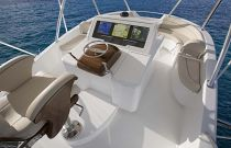 Viking-Yachts-92-Sky-Bridge-Walkaround-Helm