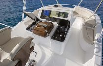 Viking-Yachts-92-Sky-Bridge-Command-Center-2