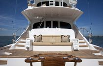 Viking-Yachts-92-Sky-Bridge-Observation-Mezzanine