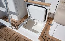 Viking Yachts 44 Convertible Cool Step-Box