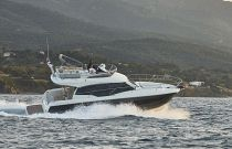 Prestige Yachts 420 Fly running full speed