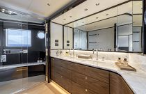 Master bathroom on absolute navetta 68