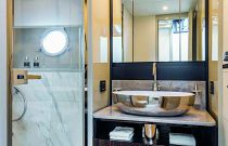 Guest bathroom absolute 62 flybridge